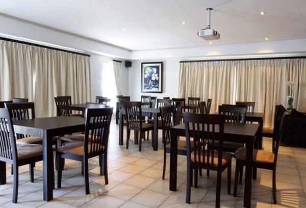 b&b dining area