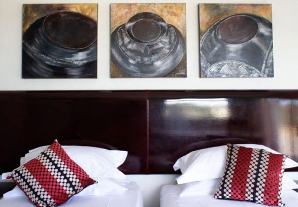 red room monte video guest house beds